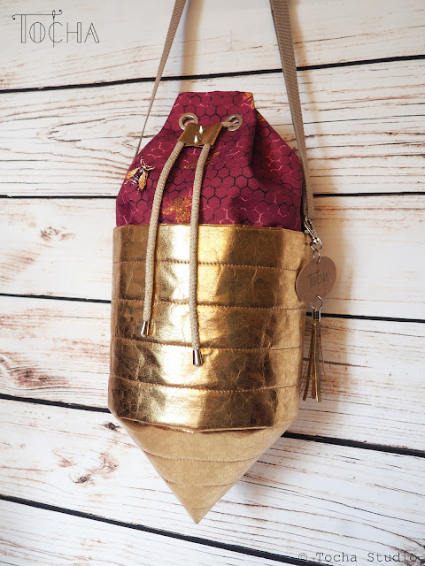 beehive, bee, bees, bag, bucket bag, Washpapa, washable paper, snappap, drawstring bag, top-stitch, golden, save the bees, ethical fashion, bucket bag, cone,