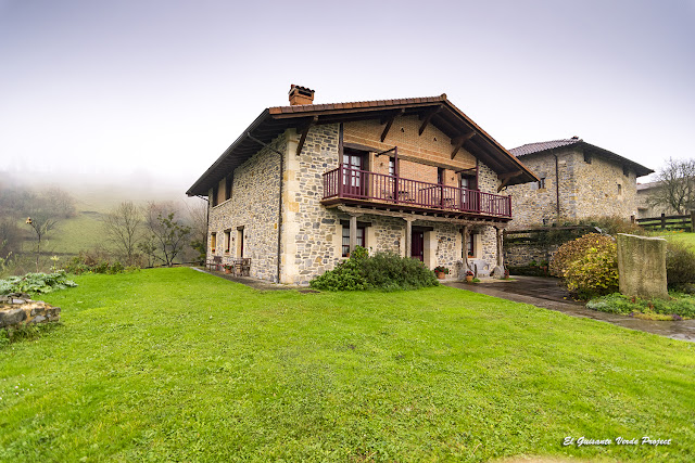 Casa Rural Etxegorri, Orozko, Parque Natural de Gorbea por El Guisante Verde Project