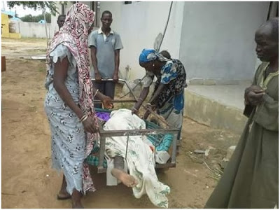Poor Family Transports Corpse Of Their Loved One In A Wheel Barrow (Photos)