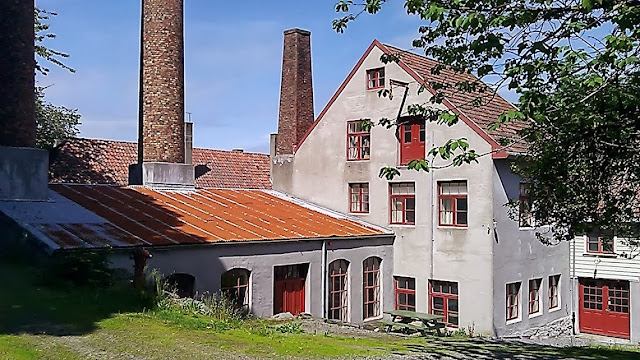 The rear facade of the Norwegian Canning Museum.