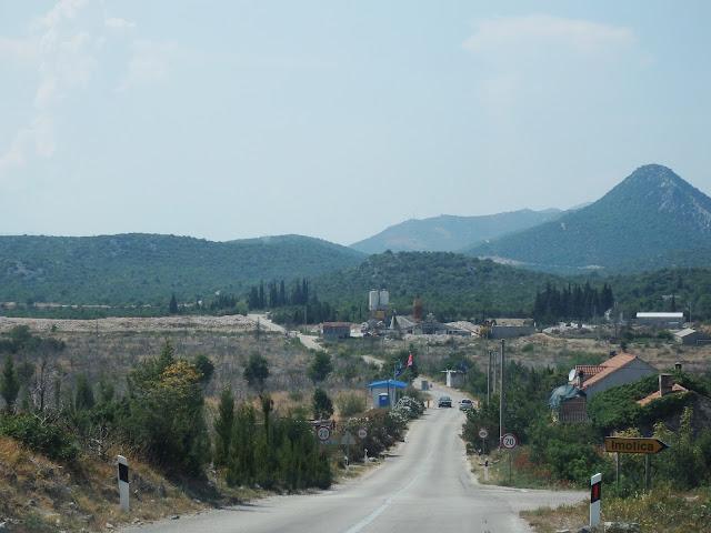 Przejście graniczne Neum - przeznaczone wyłącznie dla Chorwatów i Bośniaków.