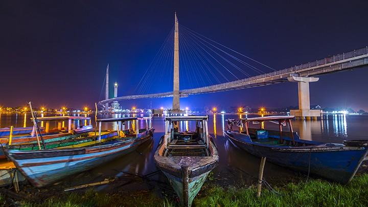 Jembatan Pedestrian dan Menara Gentala Arasy