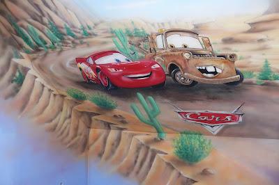 Zagospodarowanie poddasza dla chłopca, malowanie ściany w bajki auta, Warszawa