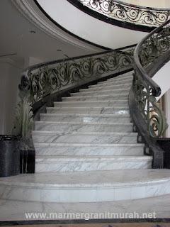 detail tangga marmer statuario