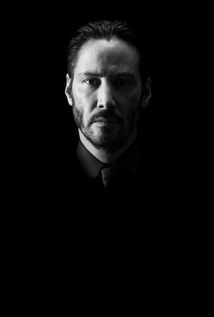 retrato em preto e branco do Keanu Reeves de terno e gravata