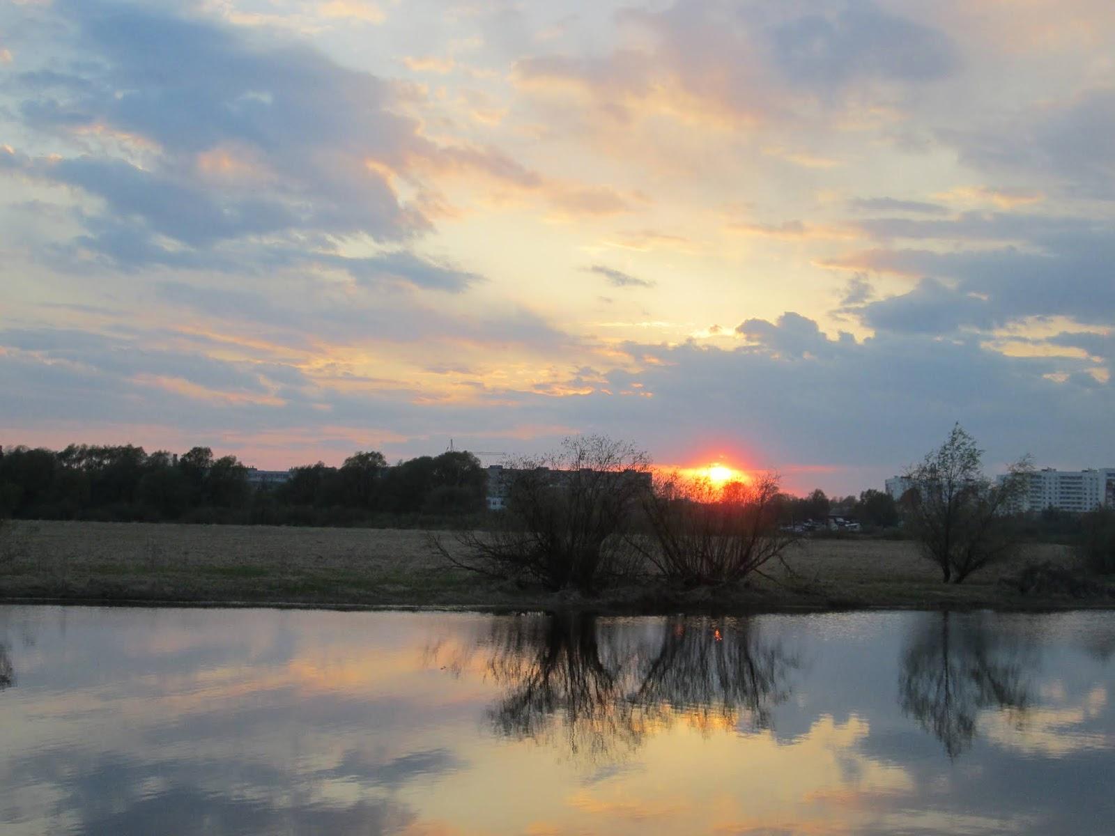 Отражение вечернего неба в реке