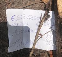 """Homem é encontrado morto com bilhete ao lado: """"Estuprador"""""""