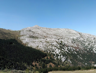 Falla Valnera separando Jorrios de Armañón, Trucíos, Bizkaia