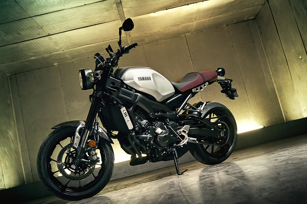 ride review yamaha xsr900 return of the cafe racers. Black Bedroom Furniture Sets. Home Design Ideas