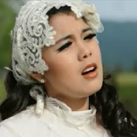 Lirik Lagu Minang Ratu Sikumbang - Kabuik Den Sangko Ambun