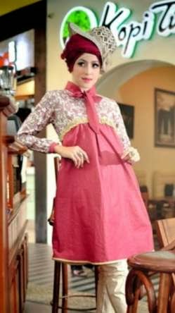 12 Desain Baju Hamil Muslim Modis Tren Masa Kini