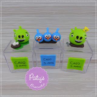 Tubetes, caixinhas decoradas e vela temática Angry Birds - Festa Infantil - Paty's Biscuit