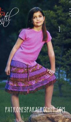 Pollera amplia tejida a crochet con franjas para niña