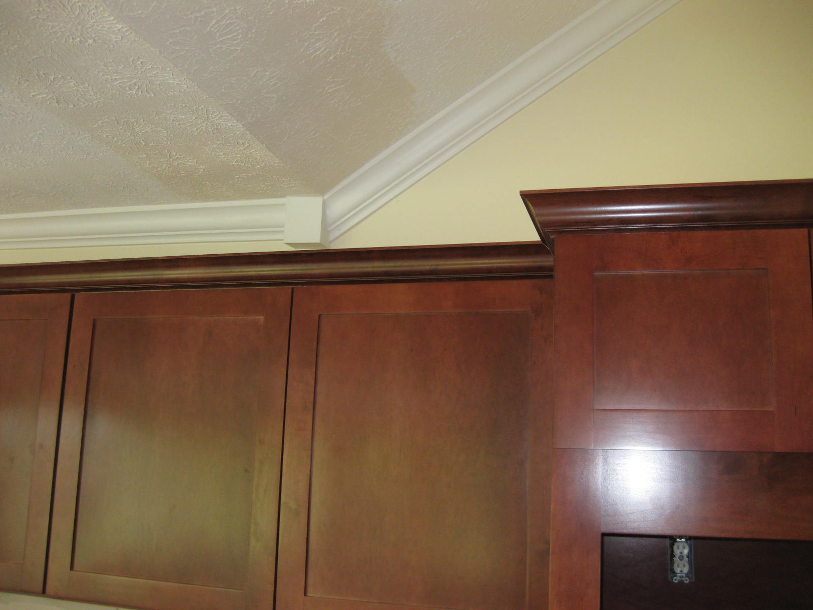 kitchen cabinet crown molding pictures crown molding above kitchen cabinets images frompo 1 7763