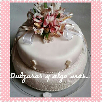 tortas de comunion con flores naturales