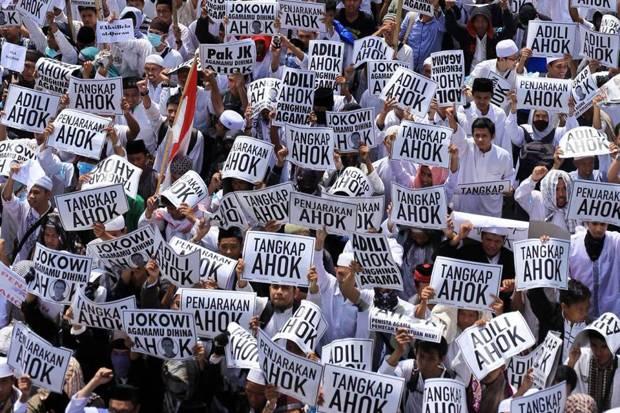 Mondar-mandir ke Ulama, TNI, dan Polri, Bukti Jokowi Panik