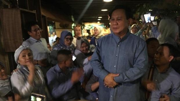 """Prabowo Subianto Temui """"Emak-Emak"""" di Blok M"""