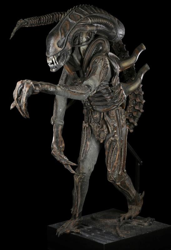 Xenomorph creature suit Aliens