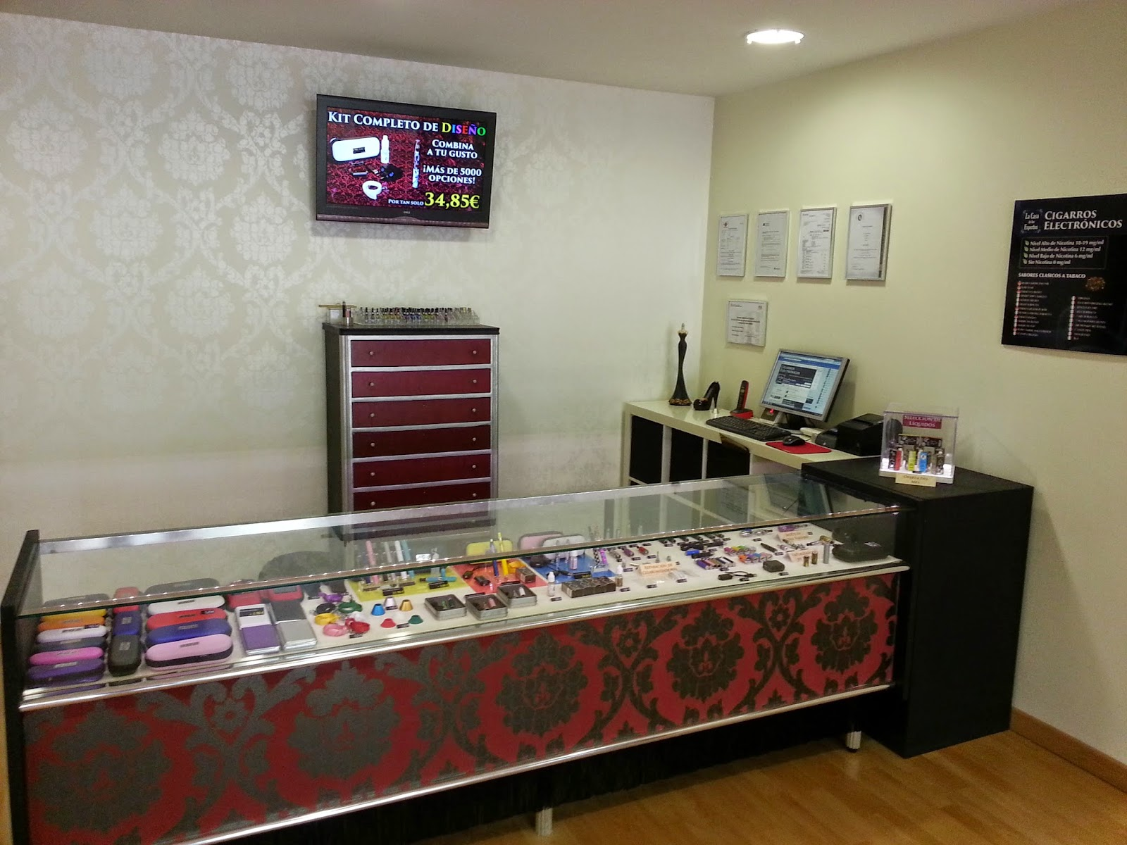 Tienda cigarros electrónicos de Mataró mostrador