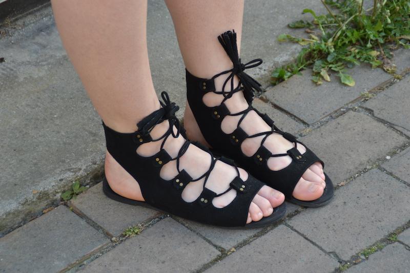 sandales noires Boohoo