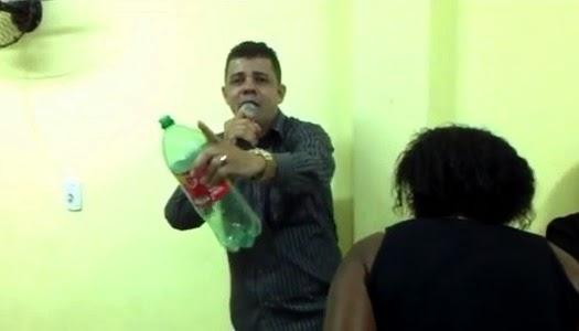 Pastor ora por liberación