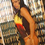 Andrea Rincon, Selena Spice Galeria 36 : Shakiras, Camiseta Negra Con Amarillo y Rojo, Tanga Amarilla y Naranja Foto 8