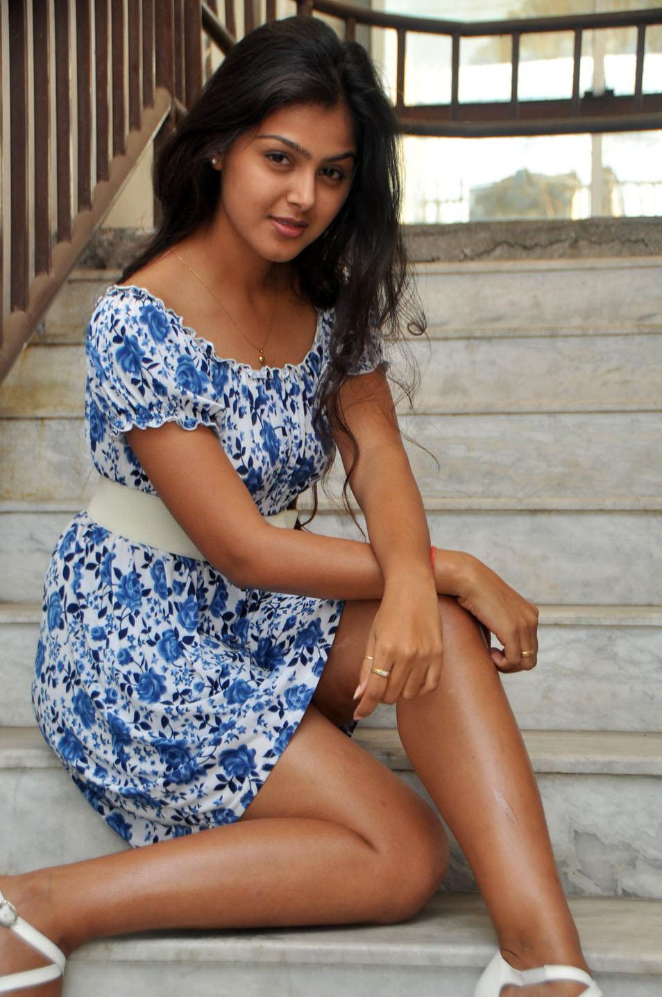 Anusha sharma hot sexy booty - 2 4