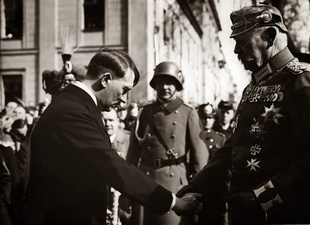 Hindenburg agreed to appoint Hitler chancellor
