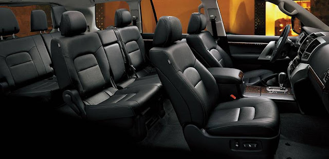 Land Cruiser 200 có nội thất ghế da màu đen sang trọng