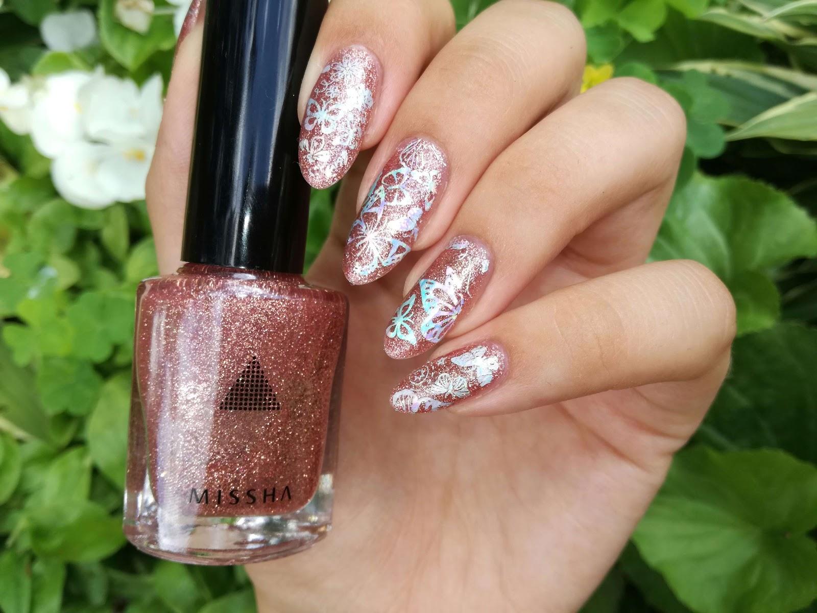 paznokcie malowane lakierem missha