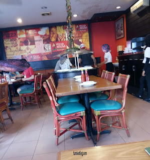 suasana di Pizza House - 1