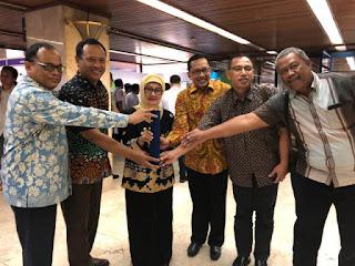 Komitmen Terhadap Perubahan Iklim Bupati Indramayu Raih Penghargaan KLHK