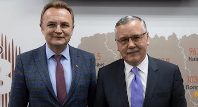 Садовий зняв свою кандидатуру на користь Гриценка
