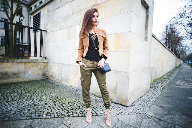 Camel Coat & Harem Khaki Pants  - Czytaj więcej