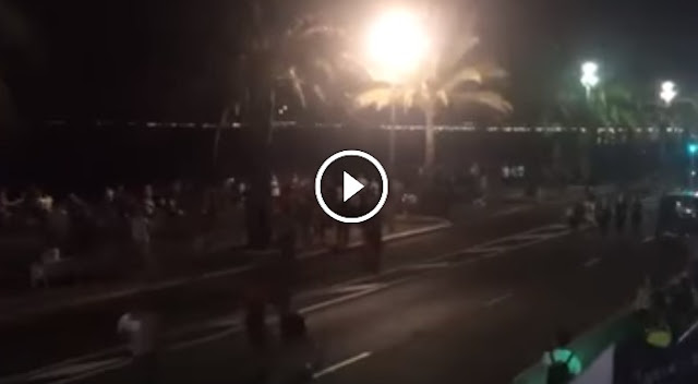 عاجل : أول فيديو لشاحنة  تقوم بعملية دهس كبيرة أدت إلى مقتل أكثر من 70 شخصا في ميدنة نيس الفرنسية