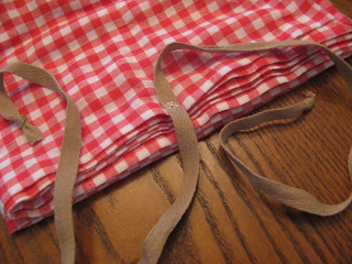 DIY Gingham Travel Picnic Blanket - Tie