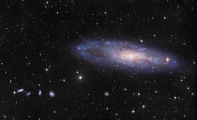 NGC 247 và những người bạn. Hình ảnh: CHART32 Team, Xử lý hậu kỳ: Johannes Schedler.