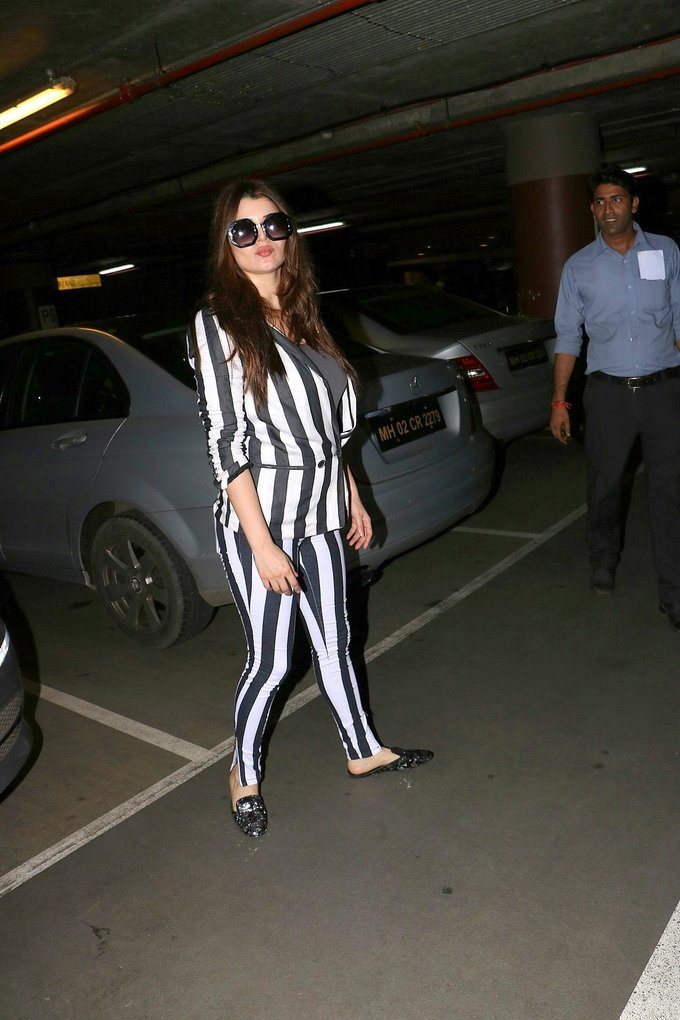 Kainaat Arora Spotted At Mumbai Airport Photos