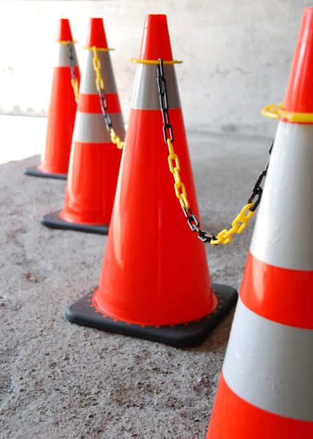 交通錐套環組可隨意調整長度,並增添交通連桿沒有的吊掛功能,另可搭配反光片使用,兼具美觀與安全。