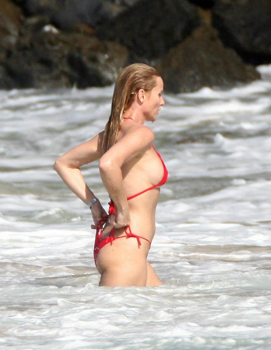Nicollette Sheridan Nip Slip On The Beach  Sweetelegance-7675