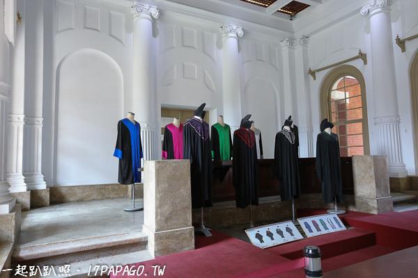 不同的身份有不同的法袍顏色