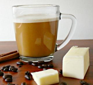 Cafeaua Buletproof cu unt si nuca de cocos pt slabire