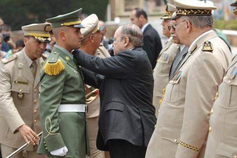 رفض جيش الجزائر عزل بوتفيلقة .. خبايا العسكر ومرايا السلطة