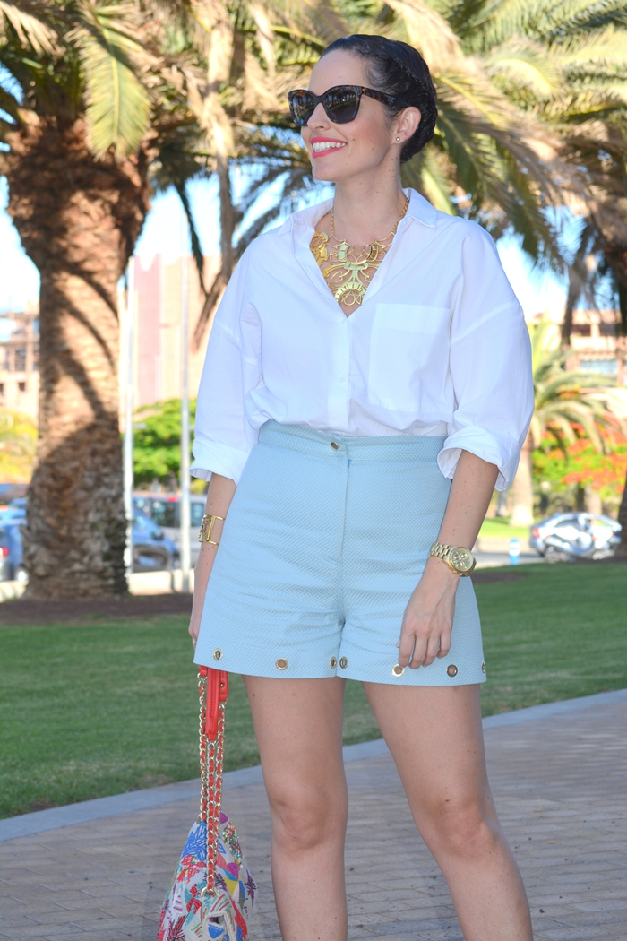 blue-shorts-aurelia-gil-zara-white-shirt