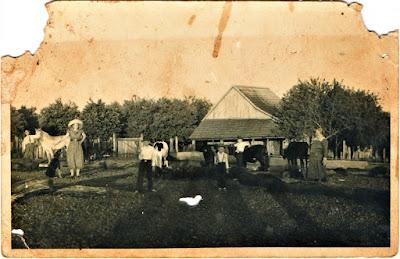 Família de colonos de origem prussiana, vivendo no noroeste gaúcho por volta de 1950, nos moldes do século 19.