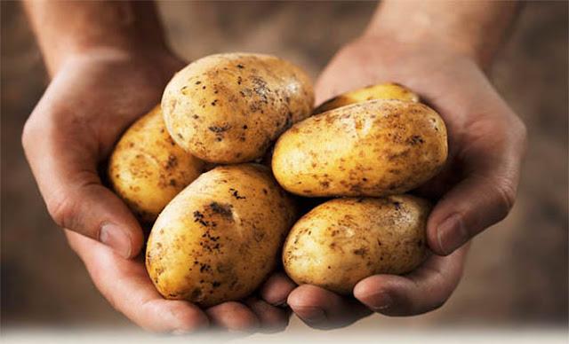 Φοβερή πατέντα: Δείτε πως να καθαρίσετε μια σακούλα πατάτες σε 60 δευτερόλεπτα! [Βίντεο]