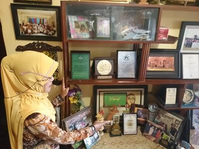 Sosok Legendaris Laskar Pelangi, Bu Muslimah
