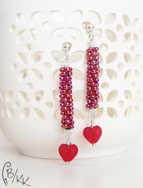 czerwone beadingowe kolczyki peyote z serduszkiem | peyote tube earrings | kolczyki peyote