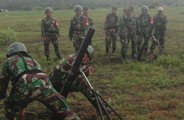Yonif Raider 515 Kostrad Latihan Menembak Senjata Lintas Lengkung di Lumajang