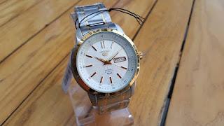 SEIKO SNKM92 là đồng hồ cơ. Thương hiệu Seiko. Đồng Hồ mạ vàng PVD SEIKO SNKM92 chính hãng giá rẻ nhất HÀ NỘI